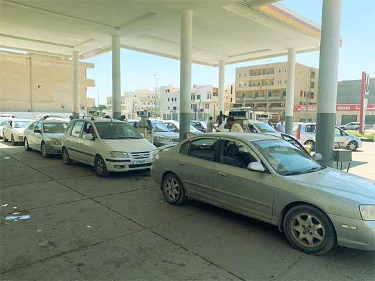 صورة توضح عمليات التزود بالوقود من محطات شركة الشرارة الذهبية للخدمات النفطية