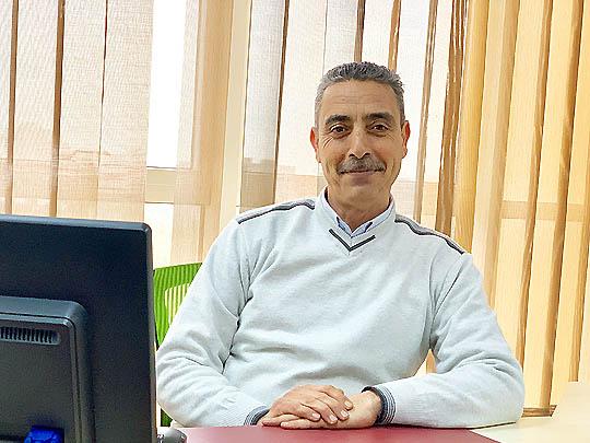 السيد عمر عساكر - رئيس قسم التسويق بشركة الشرارة الذهبية للخدمات النفطية
