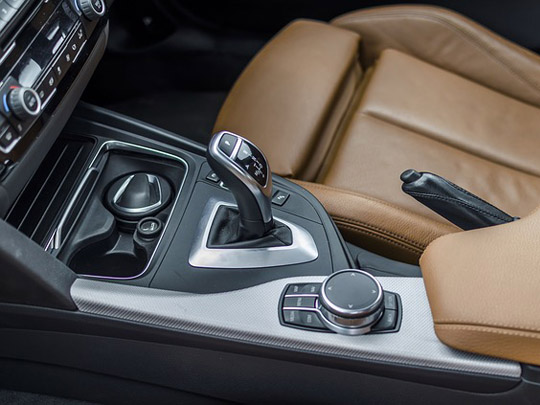4 نصائح للمحافظة على ناقل الحركة الأوتوماتيكي بسيارتك والعناية به