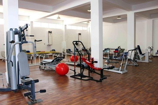 صورة من داخل صالة العلاج الطبيعي بمركز تأهيل ذوي الإعاقة بجنزور بعد عمليات الصيانة